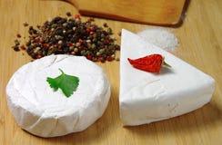 Сыр на таблице Стоковые Фото