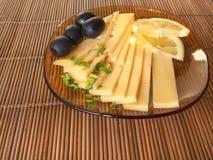 Сыр, оливки и лимон Стоковая Фотография RF