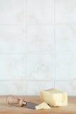 Сыр пармезана, с ножом, космос для текста Стоковое Изображение