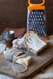 Сыр пармесан с белым хлебом Стоковая Фотография RF