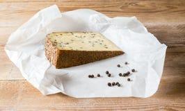 Сыр перца на деревянном столе Стоковое Изображение