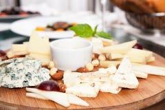 сыр печатает различное на машинке стоковые изображения