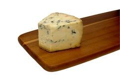 Сыр прессформы на доске стоковая фотография rf