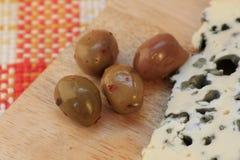 Сыр рокфора с оливками Стоковые Изображения RF