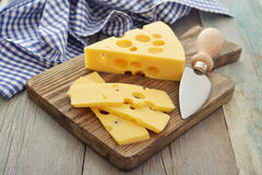 Сыр с большими отверстиями Стоковые Фотографии RF