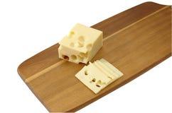 Сыр с отверстиями на разделочной доске стоковые фотографии rf