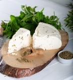 Сыр с травами и специями, сыром травы со специями стоковое фото