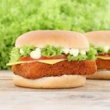 Сыр томатов гамбургера fishburger бургера рыб Стоковое Изображение RF
