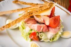 сыр хлеба бекона зеленеет салат пармезана Стоковые Фотографии RF