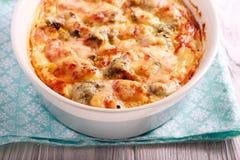 Сыр цветной капусты и брокколи печет стоковые фото
