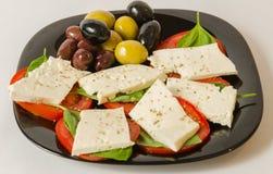 Сыр, basilic, томаты и оливки Стоковые Изображения RF