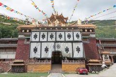 СЫЧУАНЬ, КИТАЙ - 17-ОЕ ИЮЛЯ 2014: Монастырь Jingang известное Lamase Стоковое Фото