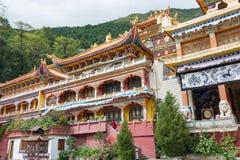 СЫЧУАНЬ, КИТАЙ - 17-ОЕ ИЮЛЯ 2014: Монастырь Nanwu известный Lamasery Стоковые Изображения