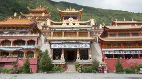 СЫЧУАНЬ, КИТАЙ - 17-ОЕ ИЮЛЯ 2014: Монастырь Nanwu известный Lamasery Стоковые Изображения RF