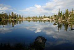 Сьерра отражения Невады озера Стоковое Изображение RF