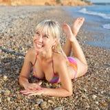 Сь девушка на море стоковые фотографии rf
