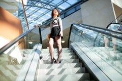 Сь девушка в торговом центре стоковое фото rf