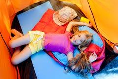 сь шатер девушки детей лежа Стоковая Фотография