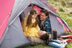сь шатер праздника семьи внутренний ослабляя Стоковое Изображение RF