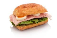 Сэндвич крена с кипеть ветчиной трудно- сваренное яйцо стоковые фото