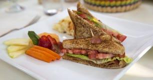Сэндвич BLT на кафе реки стоковое изображение rf