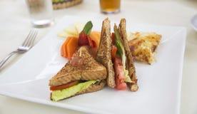 Сэндвич BLT на кафе реки стоковые изображения