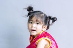 сюита азиатской девушки китайская в красном цвете Стоковое Изображение