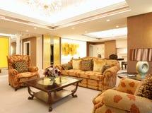 сюита комнаты гостиницы живущая роскошная Стоковое фото RF