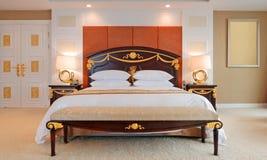 сюита роскоши гостиницы спальни Стоковое Фото