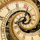 Сюрреалистическая античная старая спираль фрактали конспекта часов Наблюдайте, как часы с фракталью текстуры механизма необыкнове Стоковые Изображения