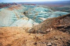 Сюрреалистические горы в пустыне стоковое изображение rf
