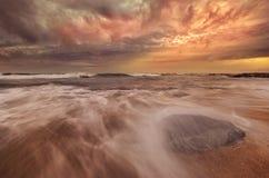 Сюрреалистическое и драматическое место пляжа Стоковое Изображение