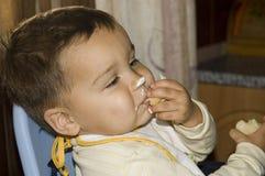 Ся мальчик. Раздражённое мороженое Стоковое Изображение RF