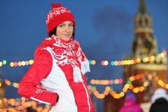 Ся на коньках девушка на Камед-Катаясь на коньках катке на красном квадрате Стоковая Фотография