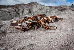 Сдаватьый в утиль и ржавый автомобиль, природа перебиваних работ к этому времени Стоковые Фото