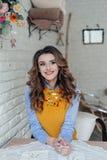 Славная девушка в кафе Стоковые Фото