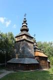 Славная деревянная церковь в деревне западной Украины Стоковые Фото