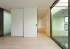 Славная квартира, широкая пустая комната Стоковые Изображения RF