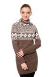 Славная молодая женщина в свитере стоковые изображения rf