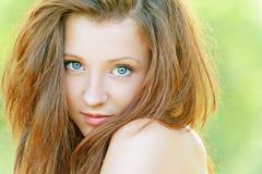 Славная молодая женщина стоковые изображения