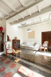 Славная просторная квартира, живущая комната Стоковое Изображение RF
