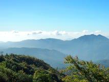 Славное голубое небо на горе Стоковое Фото