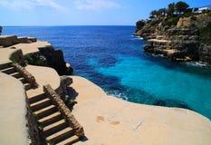 Славное место моря с лестницами Стоковые Изображения RF