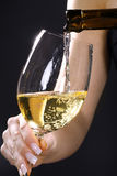 Славное поднимающее вверх бутылки и стекла вина близкое Стоковые Фотографии RF