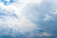 Славное ясное голубое небо стоковое изображение rf