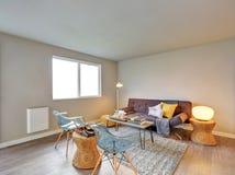 Славно обеспеченный интерьер живущей комнаты Стоковая Фотография RF