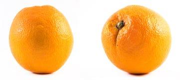2 славно покрашенных апельсина на белой предпосылке - фронт и задняя часть Стоковые Фото