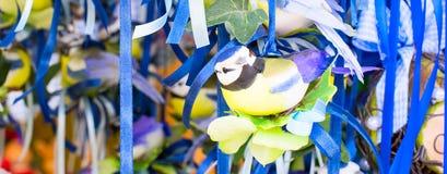 Славные figurines птицы пасхи в рынке Стоковое фото RF