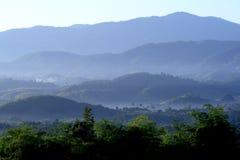 Славный взгляд ландшафта в утре на горе, Chiang Rai, Таиланде Стоковые Изображения