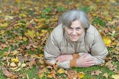 Славный пожилой лежать женщины Стоковые Фото